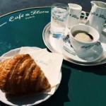 """Frühstück im bekannten """"Café de Flore"""""""